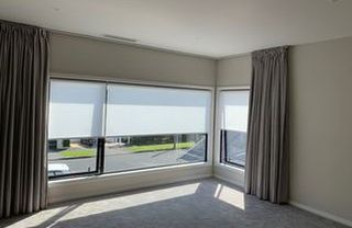 Combining  the L shape 90 degree Curved motorised curtain and motorised Light Filtering Roller Blinds