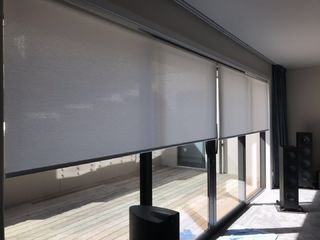 Combining of motorised curtain and roller blinds in home theater