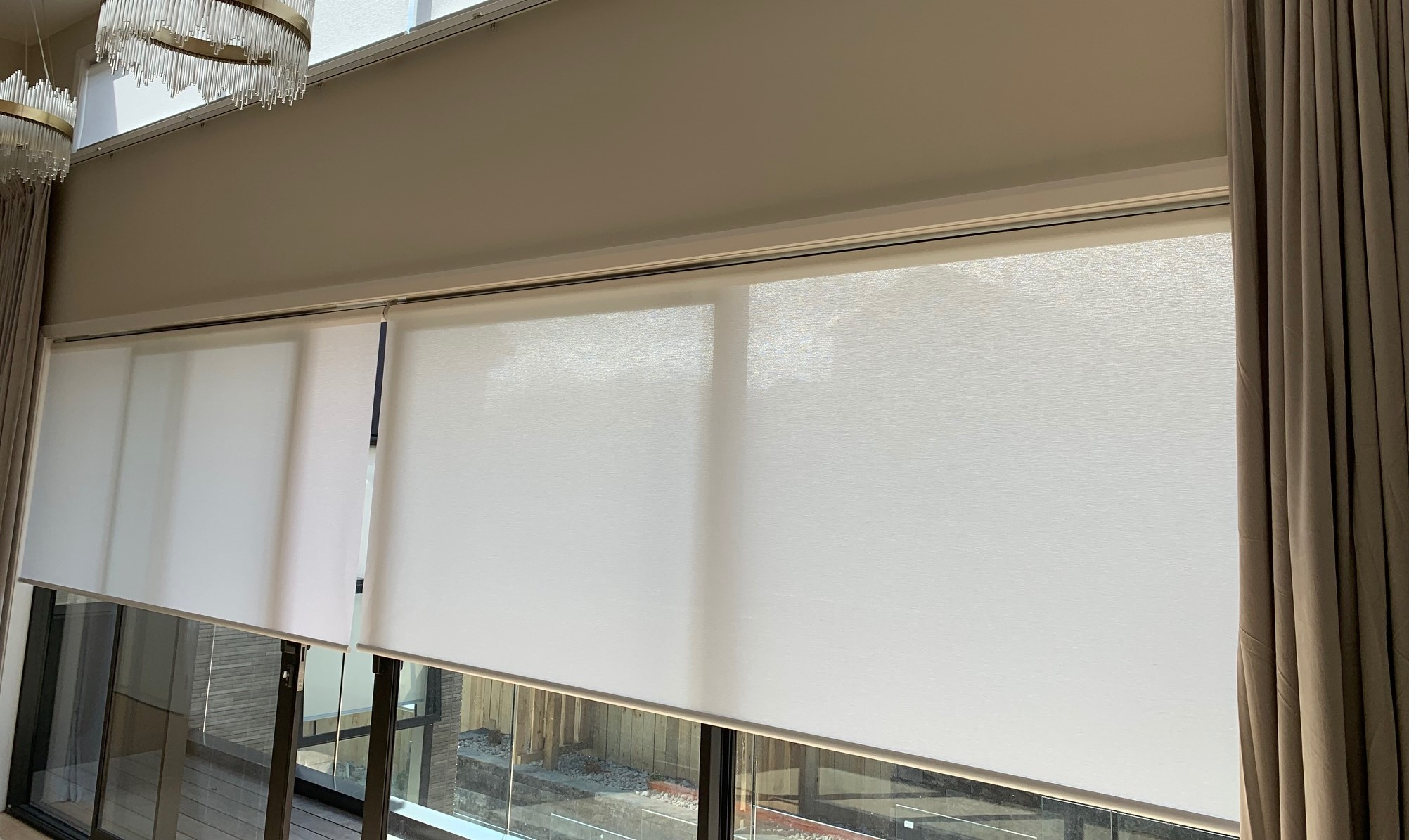 Custom-made complete sets of motorised roller blinds or normal ( manual ) roller blinds